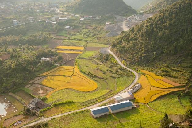 Le montagne maestose della natura abbelliscono in ha giang, vietnam
