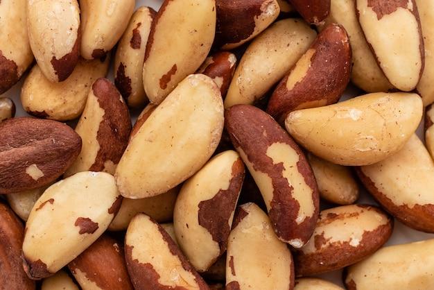 Le noci del brasile si chiudono. colazione, cibo sano. può essere usato come sfondo