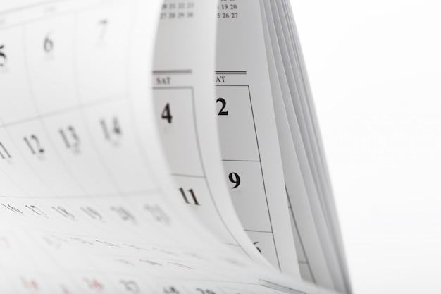 Le pagine del calendario si chiudono sul concetto di tempo di affari