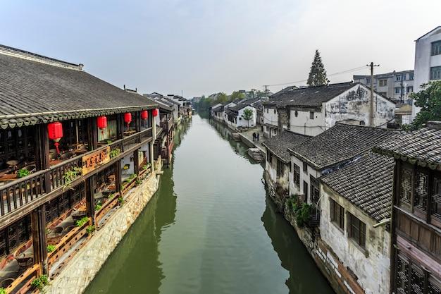 Le pareti scorrono le antiche navi nostalgiche del pontile