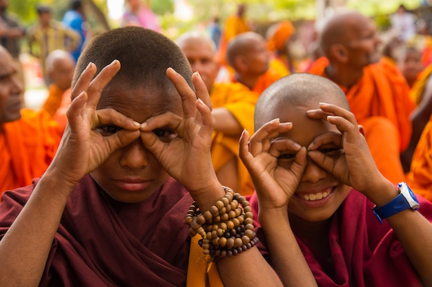 Le persone a bodhgaya e bodh gaya sono un sito religioso del buddismo