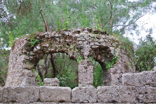 Le rovine dell'antico acquedotto di phaselis