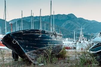 Le rovine della nave sulla riva