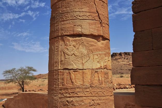 Le rovine di un antico tempio egizio nel deserto del sudan, nubia