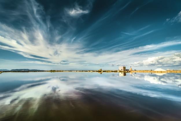 Le saline della nubia vicino a trapani (sicilia). bel paesaggio.