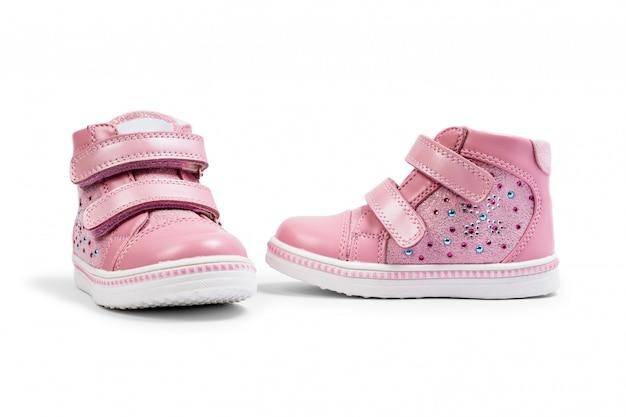 Le scarpe da ginnastica per bambini rosa isolate