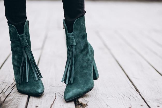 Le scarpe della donna si chiudono