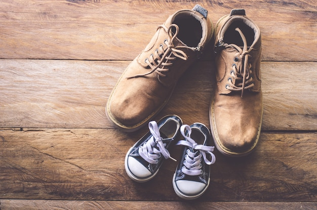 Le scarpe di padre e figlio - concept takecare