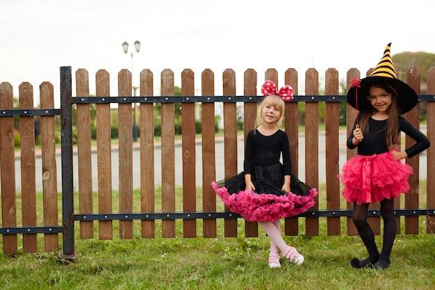 Le streghe di halloween costumes le ragazze
