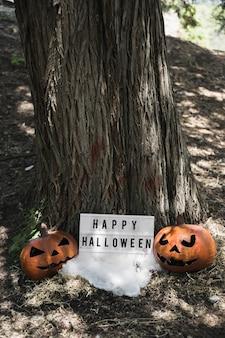 Le zucche si avvicinano al ridurre in pani di halloween in sosta