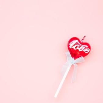 Lecca-lecca sulla bacchetta a forma di cuore
