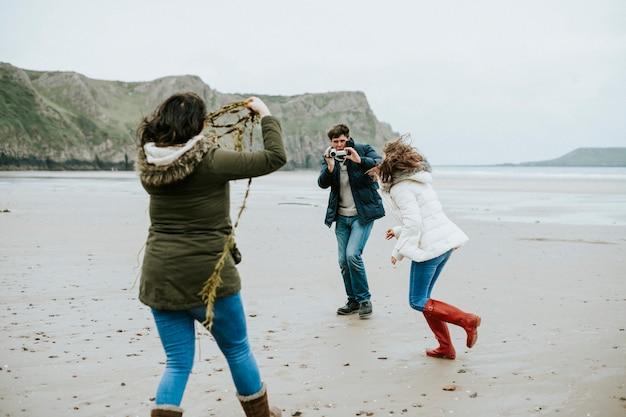 Legame familiare in spiaggia