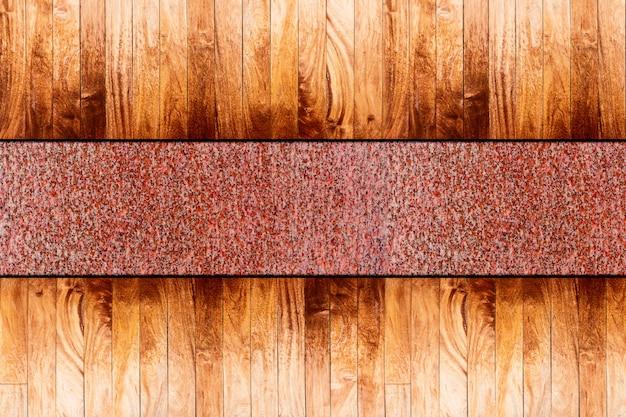 Legno sul pavimento di metallo