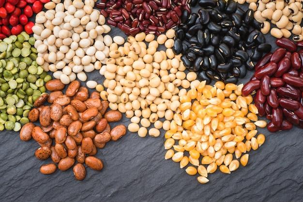 Legumi secchi differenti per cucinare, fagiolo secco multicolore roganico