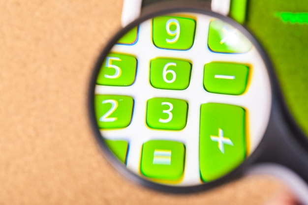 Lente d'ingrandimento e la calcolatrice