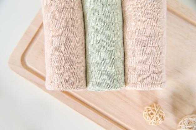 Lenzuola coperte tessuti per la vendita in un mercato di strada