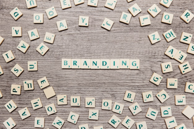 Lettere che formano la parola branding