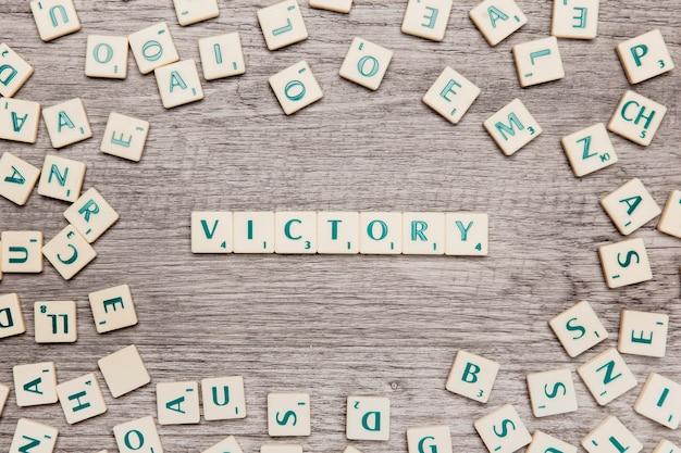 Lettere che formano la parola vittoria