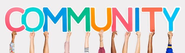 Lettere colorate che formano la comunità della parola