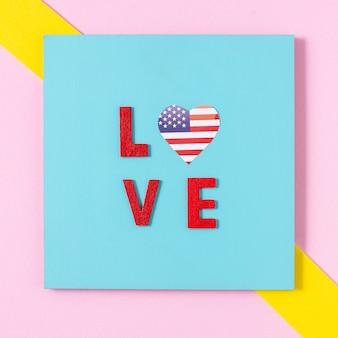 Lettere d'amore piatte laici con cuore bandiera usa
