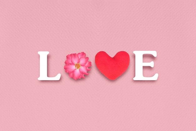 Lettere d'amore su sfondo rosa di carta. concetto di san valentino.