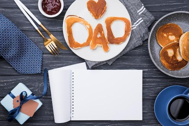 Lettere del pane vista dall'alto per la festa del papà blocco note vuoto