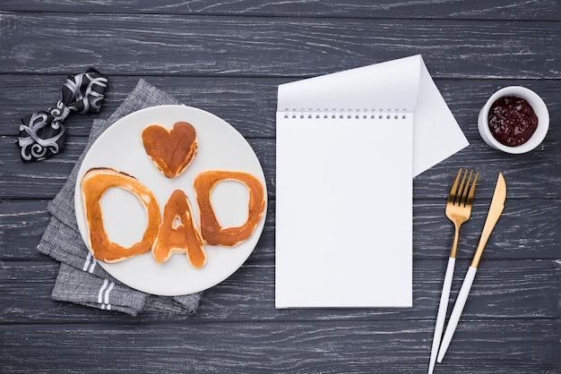 Lettere di pane vista dall'alto per la festa del papà e il cuore