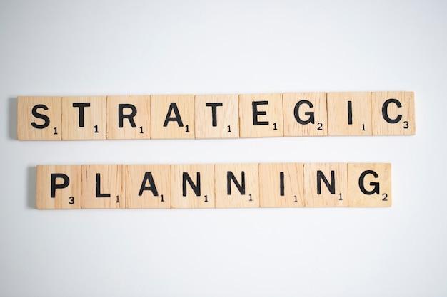 Lettere di scrabble che compitano pianificazione strategica, concetto di affari