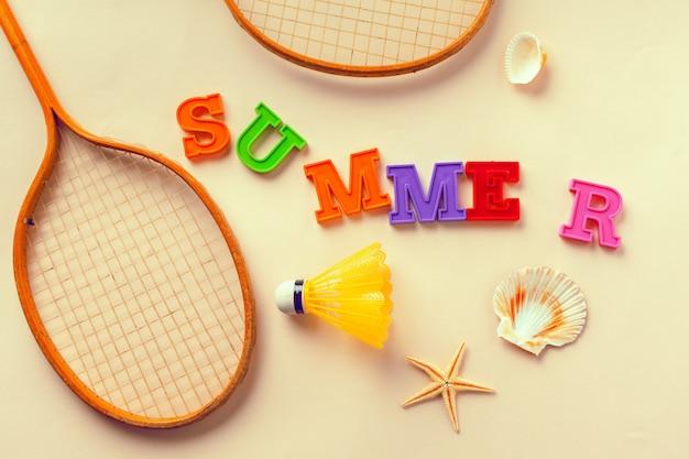 Lettere e accessori estate sfondo