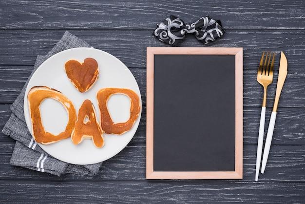 Lettere piatte per la festa del papà con posate