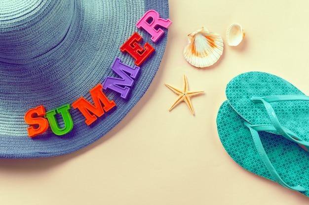 Lettering estivo e elementi da spiaggia