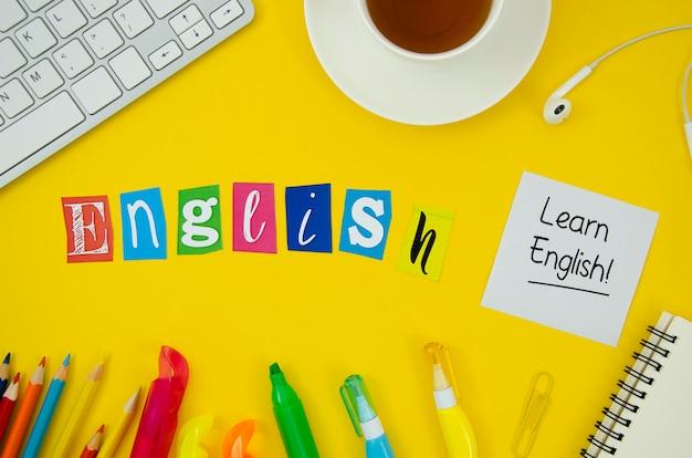 Lettering inglese su sfondo giallo