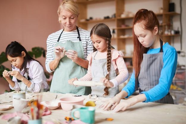 Lezione di ceramica per bambini