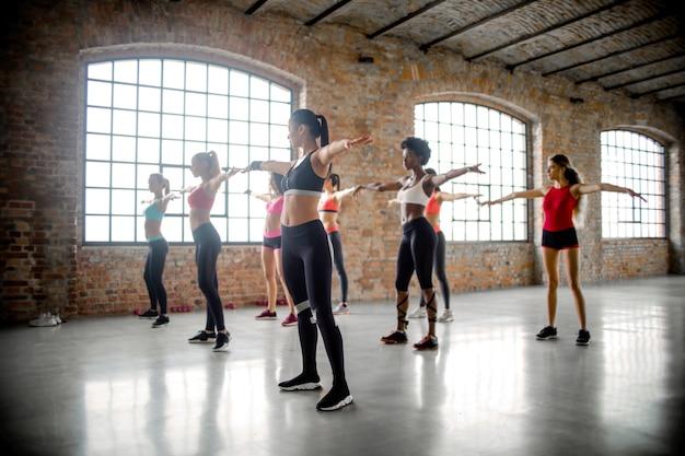 Lezione di fitness per donne