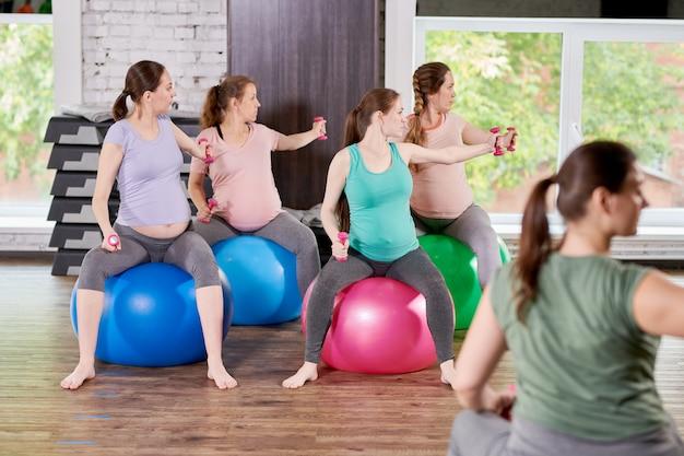 Lezione di fitness prenatale