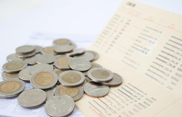 Libretto di conto e denaro tailandese