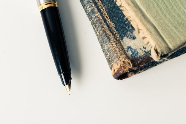Libri e penna vintage