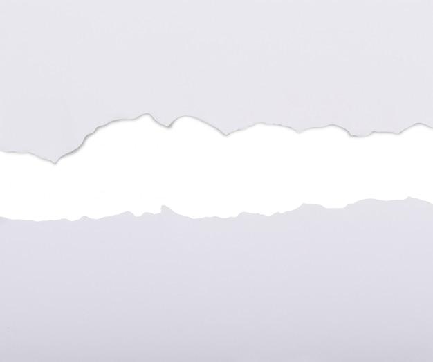 Libro bianco dilaniato in due
