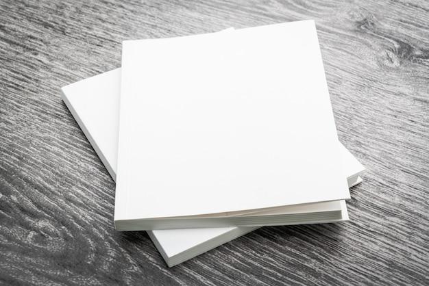 Libro bianco vuoto mock up