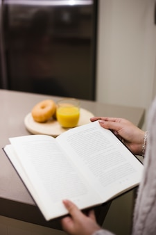 Libro di lettura della persona