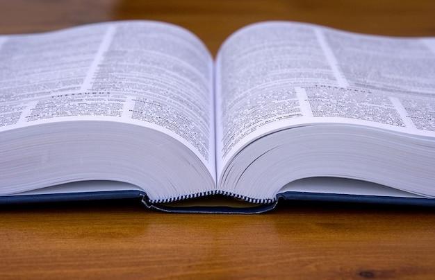 Libro di testo le pagine copertina rigida