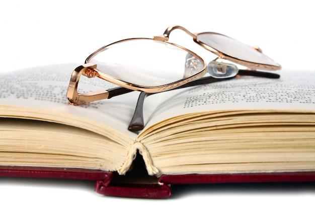Libro e bicchieri