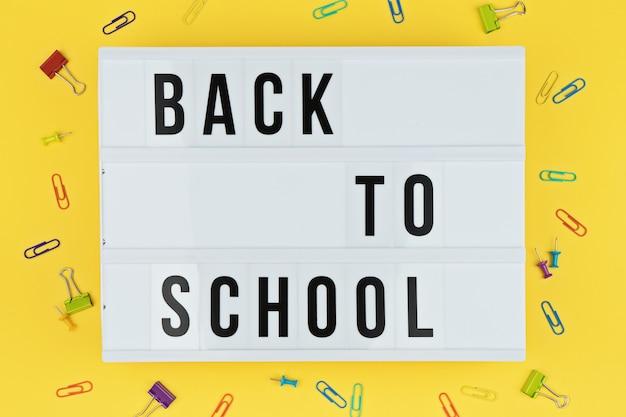 Lightbox con lettere di ritorno a scuola