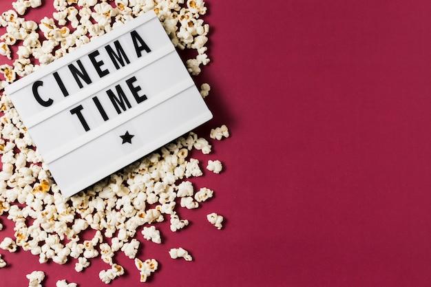 Lightbox copia spazio e popcorn