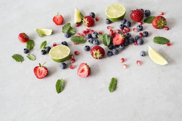 Lime, bacche e foglie