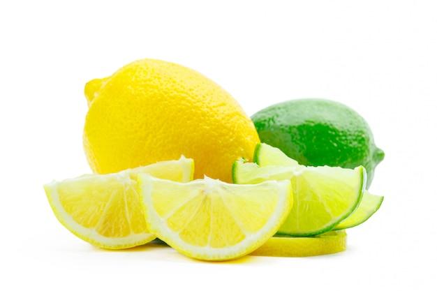 Lime fresco e limone isolato