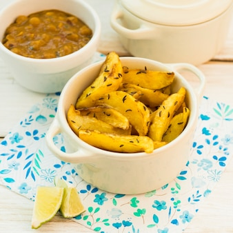 Lime vicino patate fritte