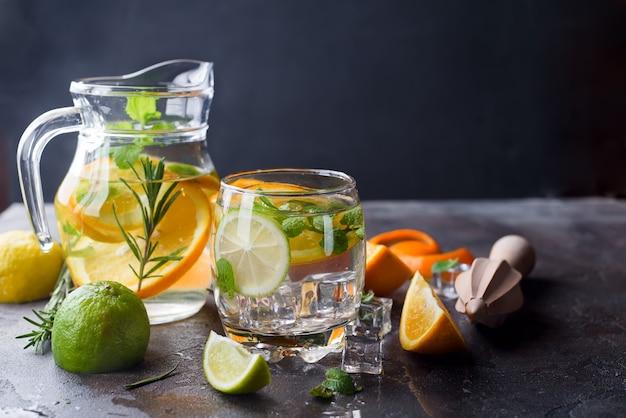 Limonata agli agrumi alla menta