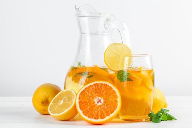 Limonata agli agrumi con menta