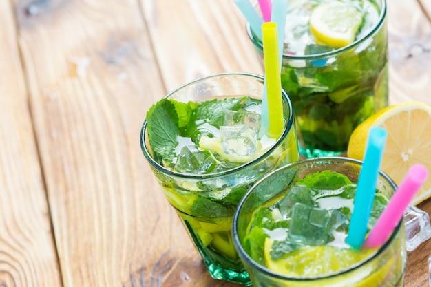 Limonata fresca con ghiaccio